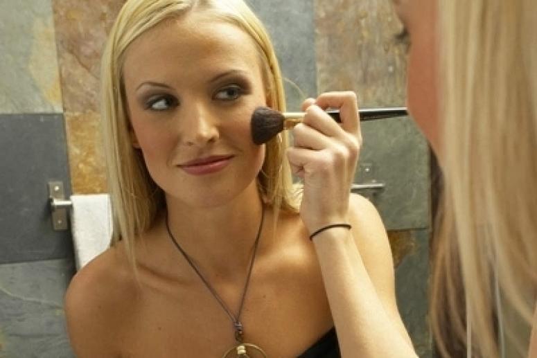 Как правильно наносить макияж - основные техники.