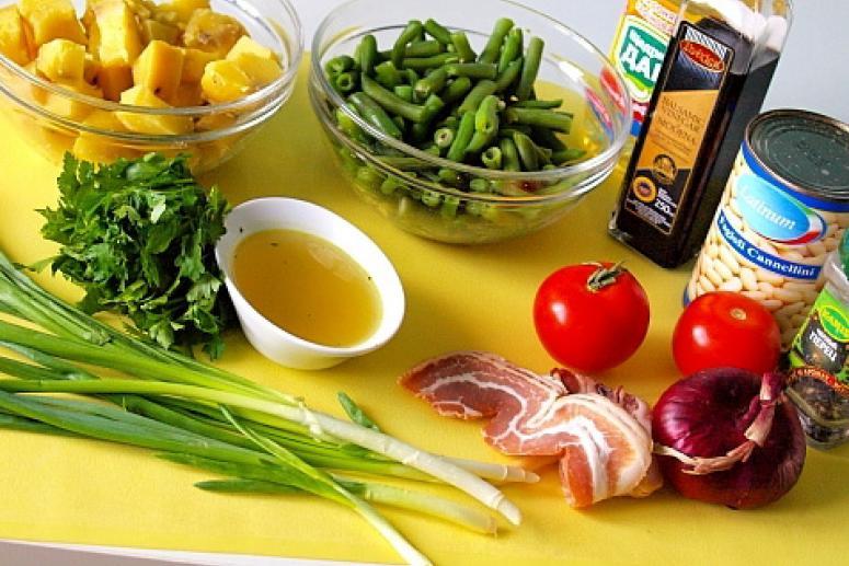 Картофельный салат с фасолью и беконом