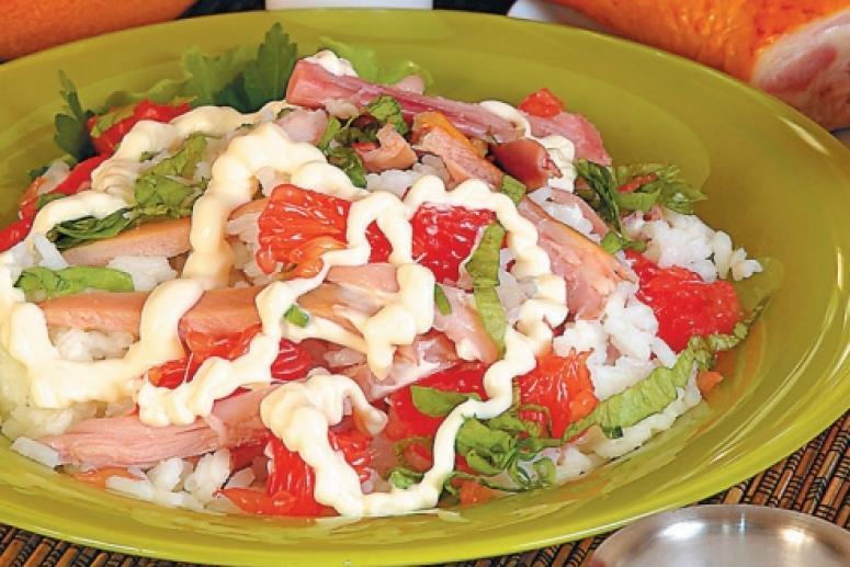 Салат из копченой утки (курицы) и грейпфрута
