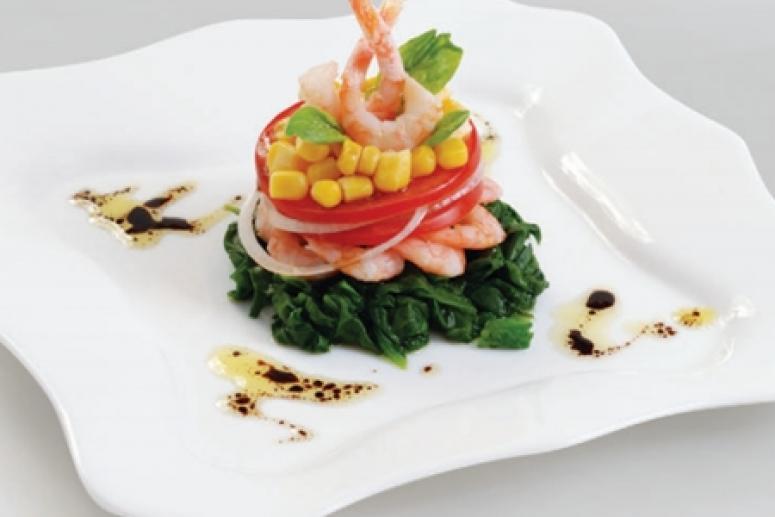 Салат  из кукурузы,  помидоров  и креветок