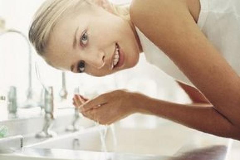 Обязательно ли очищать кожу лица перед использованием крема?