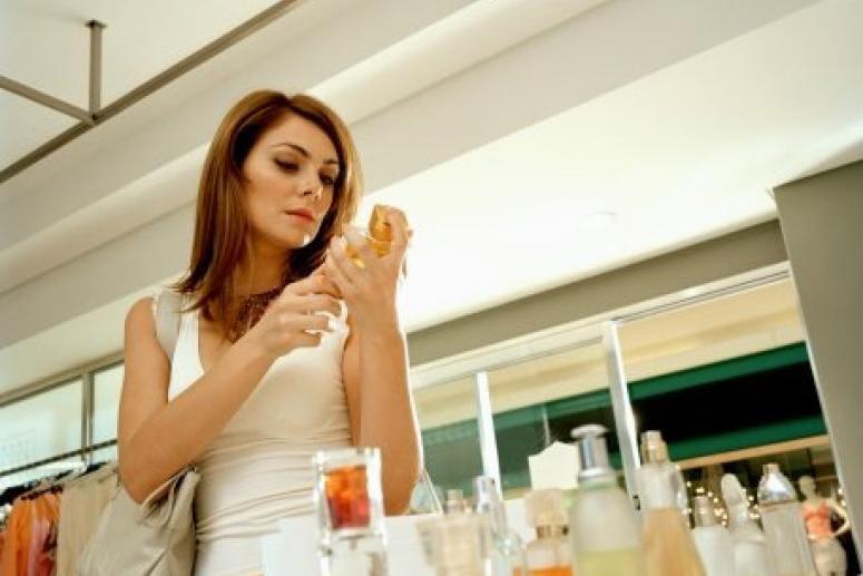 Как выбрать парфюм и отличить духи от подделки