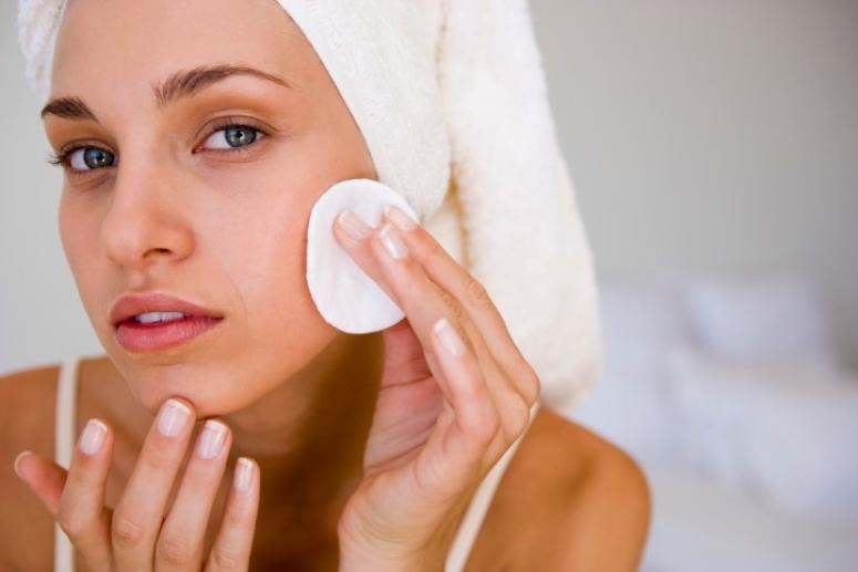 Как правильно подобрать очищающее средство для лица