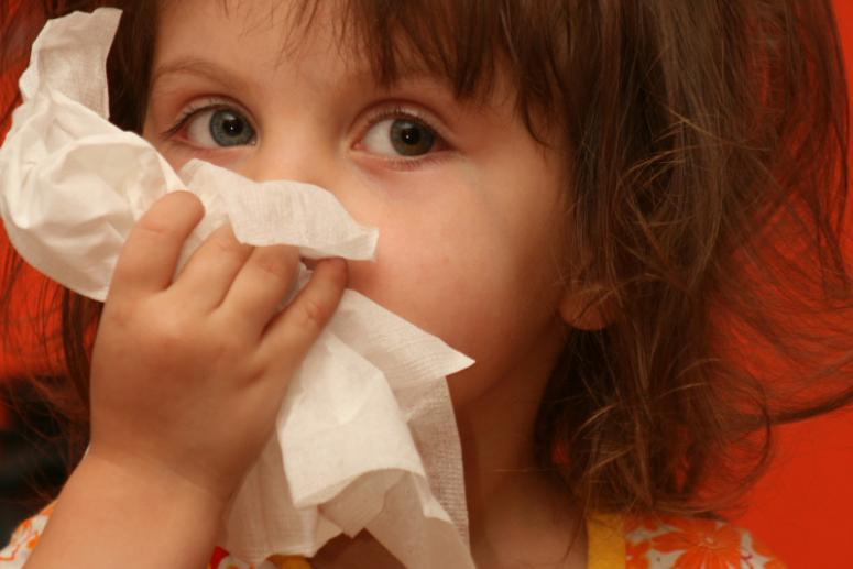 Причины возникновения насморка у детей