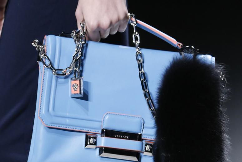 Модные меховые украшения для женских сумочек