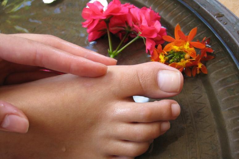Ароматический самомассаж ног