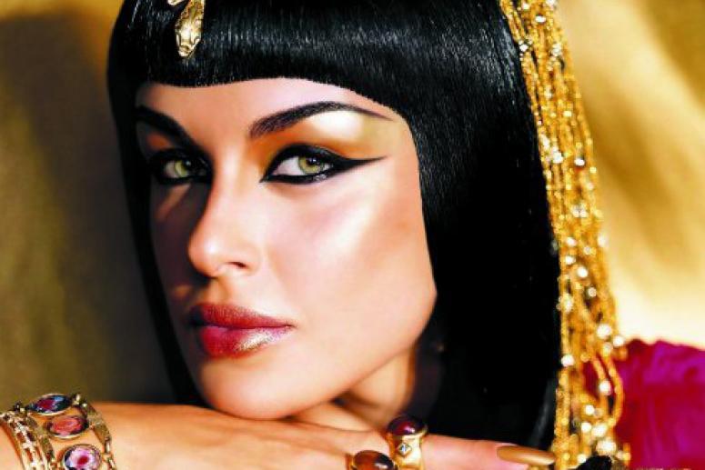 Завораживающий взгляд Клеопатры: основы греческого макияжа глаз