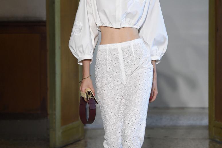 Красивые женские белые блузки весна-лето 2017 - фото с подиума