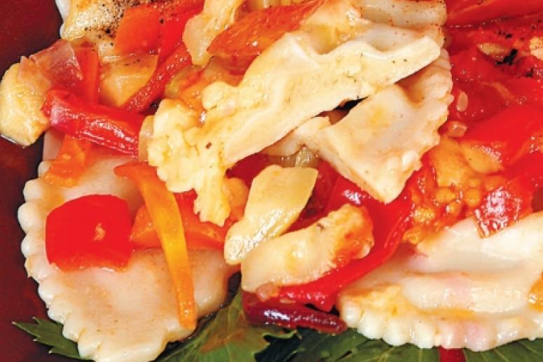 Равиоли, запеченные с овощами и сыром