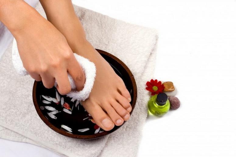 Мягкие пятки: ванночки и маски для ног