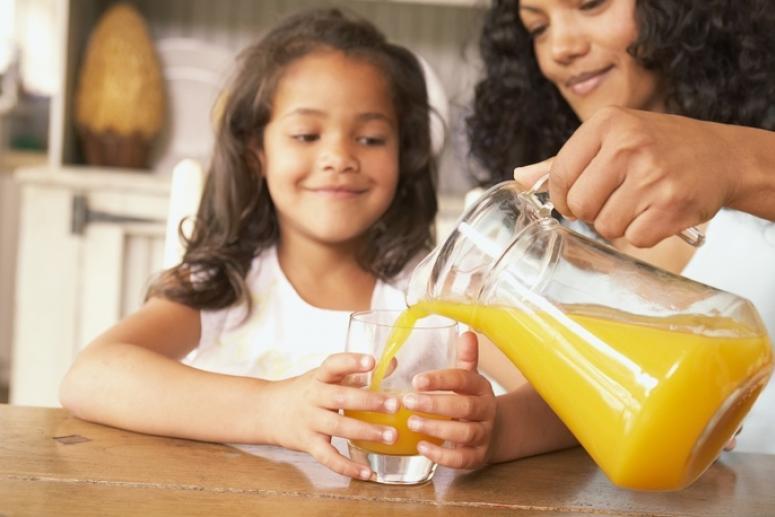 Сок в рационе ребенка. Когда можно вводить сок в питание грудничка