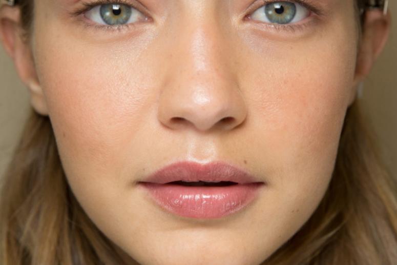 Модный макияж губ весна-лето 2017 - фото моделей за кулисами