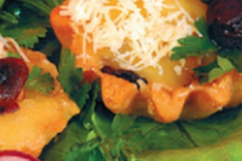 Песочные корзиночки с сыром и грибами
