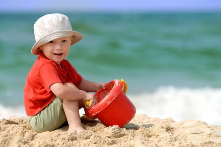 Отдых с ребенком. Что взять с собой на пляж?