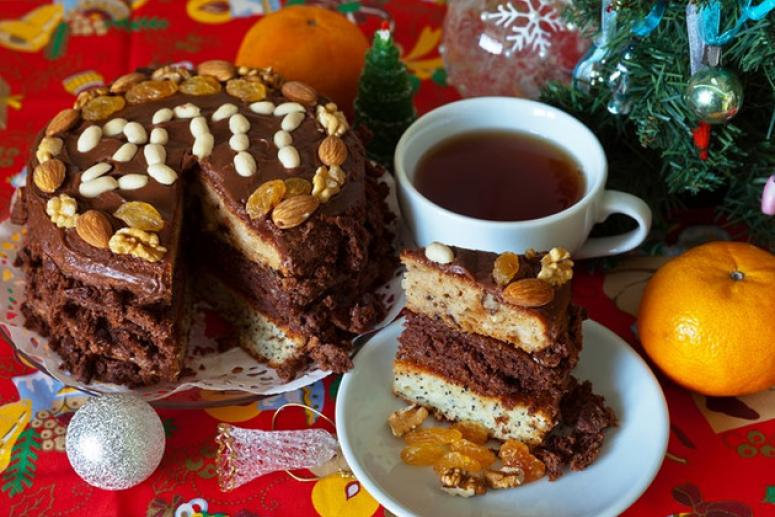 Трехслойный новогодний домашний торт с цифрой 2017