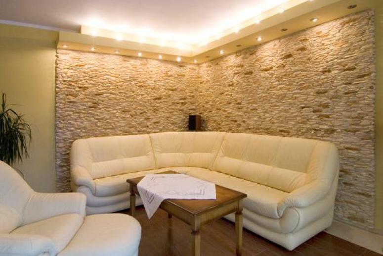 Искусственный камень в домашнем интерьере
