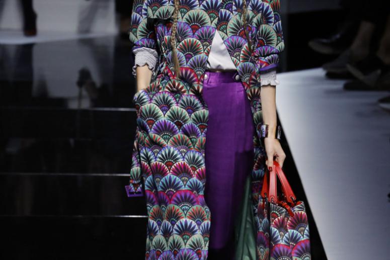 Модные женские пальто весна 2017 - фото с показов мод
