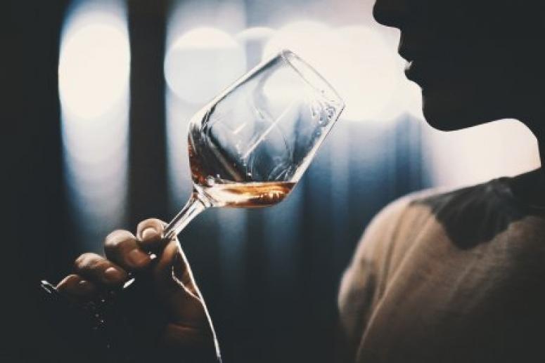 Врачи назвали первый признак алкоголизма, который могут заметить окружающие
