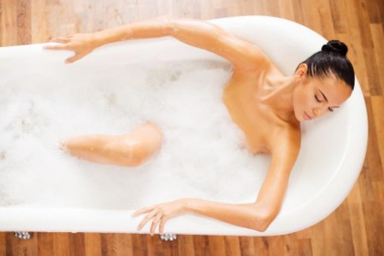 Лучше выспаться поможет тёплая ванна