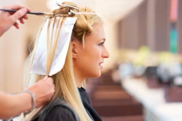 Поход в парикмахерскую закончился для девушки тяжёлыми химическими ожогами