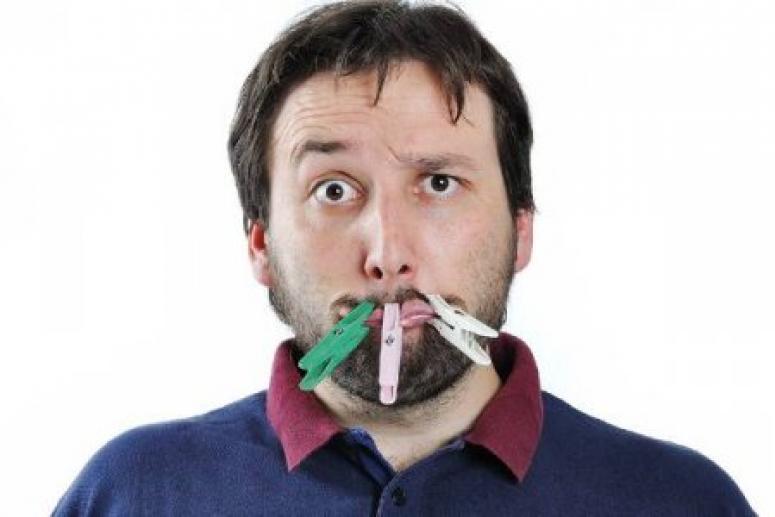 Неприятный запах изо рта: в чем причина и что делать?