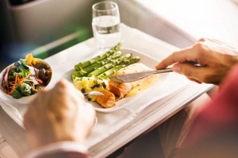 Диетолог рассказала, как питаться в самолете
