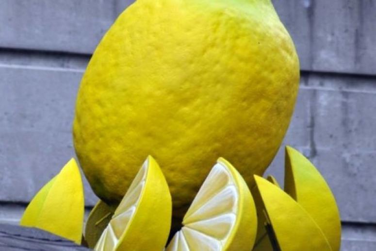 Лимон освежает и омолаживает кожу