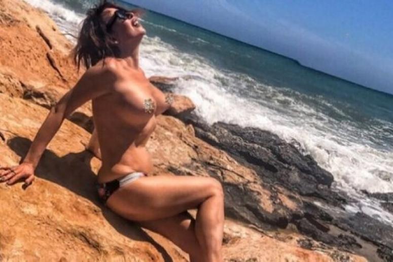 51-летнюю Наталью Штурм возбуждает собственная грудь