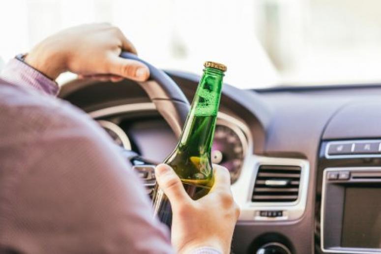Ученые выяснили, что даже небольшие дозы алкоголя подвергают водителей опасности