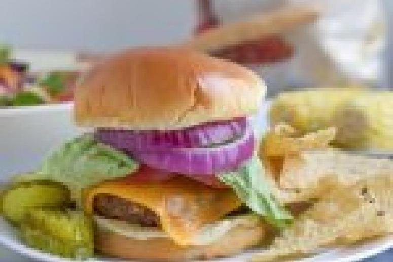 Диетолог Антонина Стародубова: хороший бургер можно есть раз в неделю