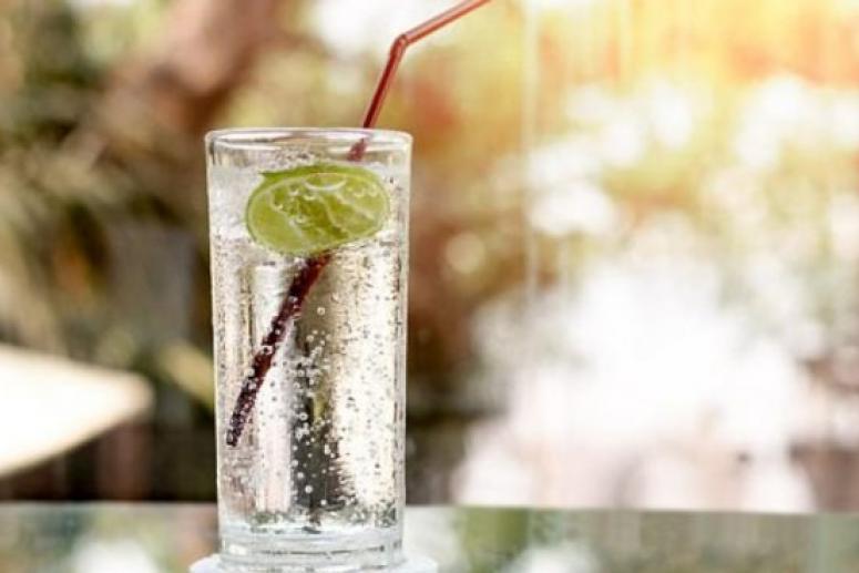 Вода с газом может разрушить зубную эмаль