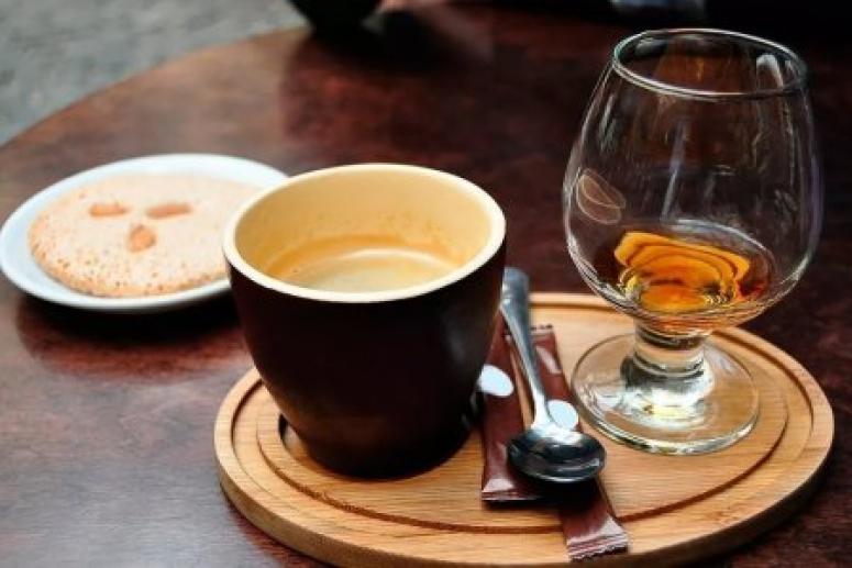 Смешивать алкоголь и кофеин опасно для здоровья