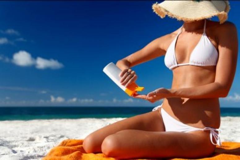 Использовать крем от загара во время купаний в бассейне не рекомендуется