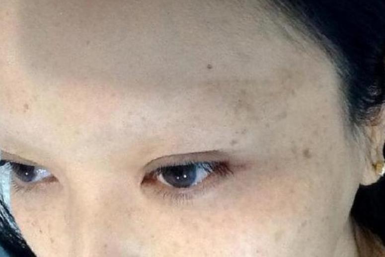 Девушка потеряла брови из-за любви к татуировкам