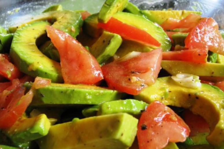 Салат с авокадо: не только оригинальный вкус, но и польза для здоровья