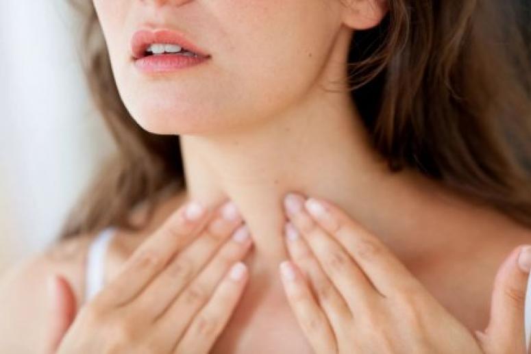 Плохой сон ночью и слабость днём могут указывать на серьёзные проблемы с щитовидкой