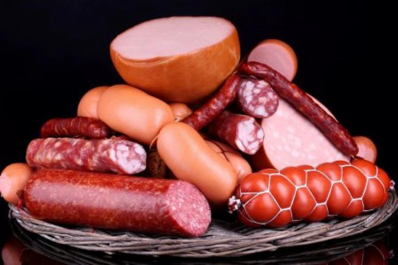 Астматикам и людям с хроническими болезнями сосиски и колбасу лучше не есть