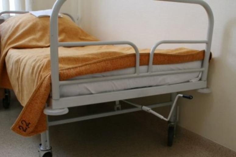 Выжившая в ДТП умерла после падения с больничной каталки