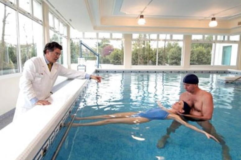 Чем полезны занятия в бассейне при заболеваниях спины