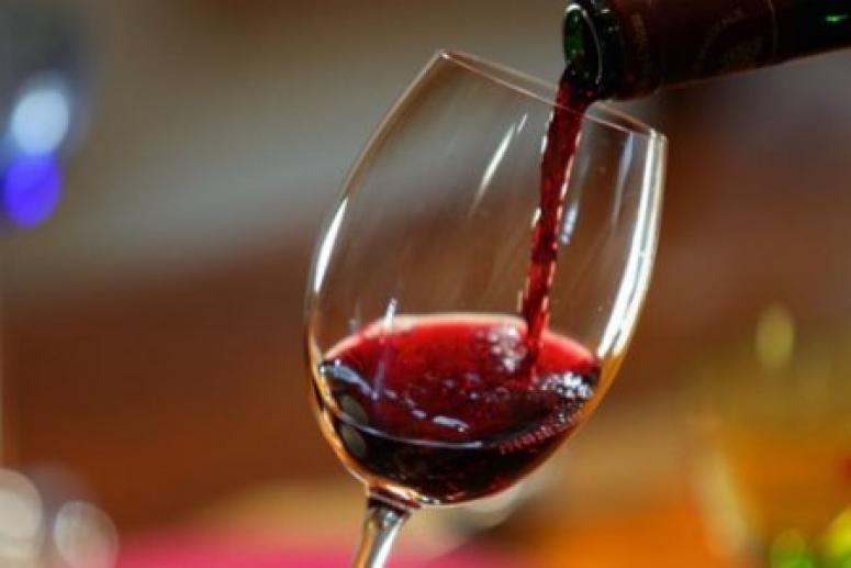 Бокал вина на ночь полезен для здоровья — это даже может продлить жизнь!
