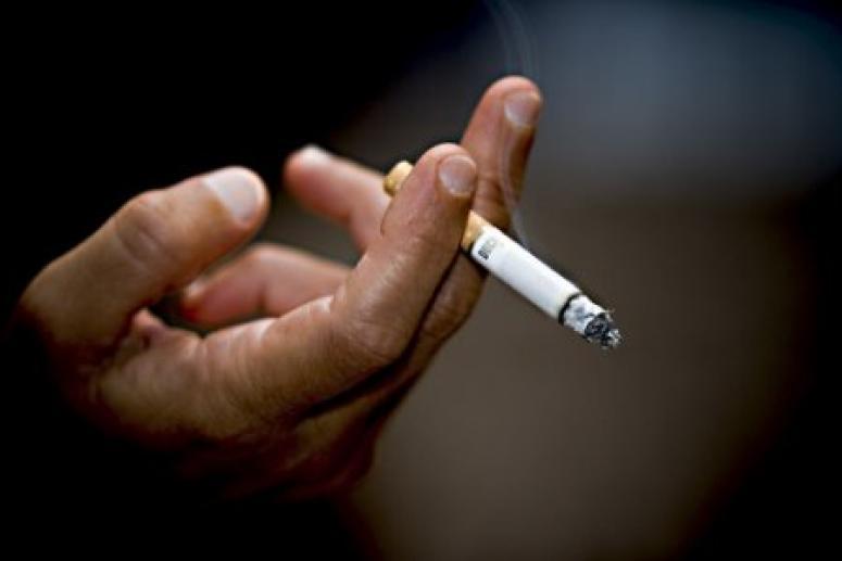 Курить за компанию может быть смертельно