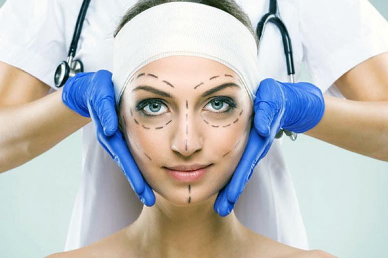 Когда необходимо обращаться в центр пластической хирургии?